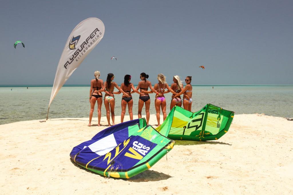 plaz-kite-girls